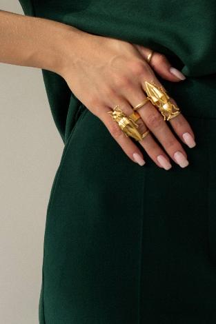 Фото №8 - От цепей до печаток: как правильно носить крупные украшения