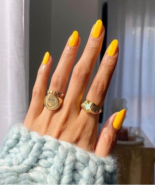 Фото №5 - Желтый маникюр: 10 модных идей для летних ногтей