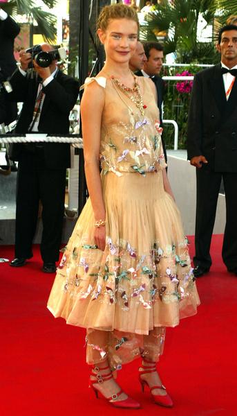 Фото №2 - За гранью: худшие наряды гостей Каннского кинофестиваля прошлых лет