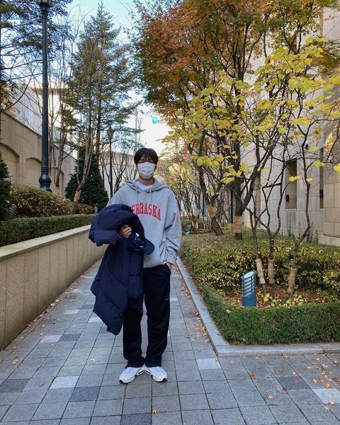 Фото №1 - Как парням, так и девчонкам: стильные образы от Ли Мин Хо на каждый день