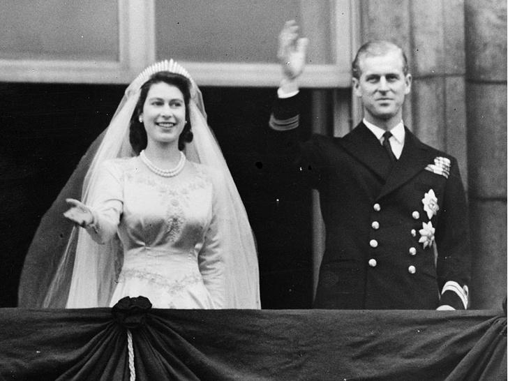 Фото №1 - Почему на свадьбе Елизаветы и принца Филиппа не было традиционного поцелуя молодоженов
