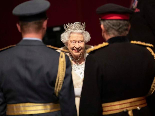 Фото №14 - Еще 20 любопытных правил королевского этикета, о которых вы могли не знать