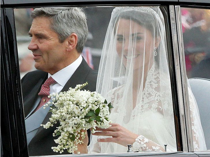 Фото №7 - 10 любопытных фактов о свадебном платье герцогини Кейт