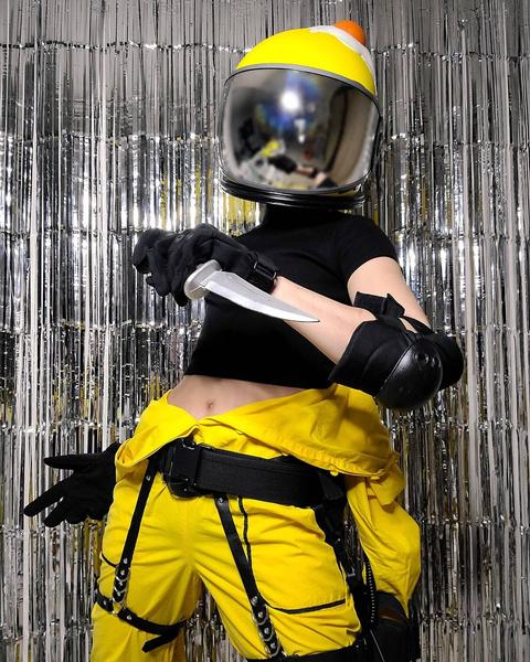 Фото №16 - Among Us: 20 фантастических костюмов на Хэллоуин для космонавтов и предателей