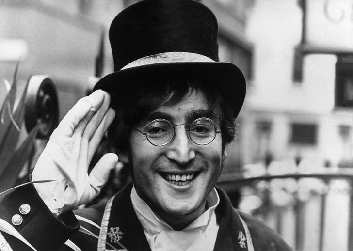 Фото №1 - Галерея: 12 фактов про Джона Леннона