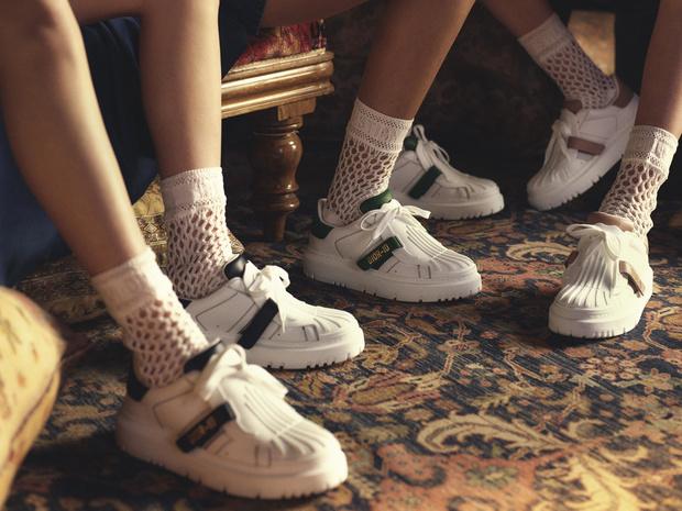Фото №1 - В стиле ретро: как выглядят новые кроссовки Dior