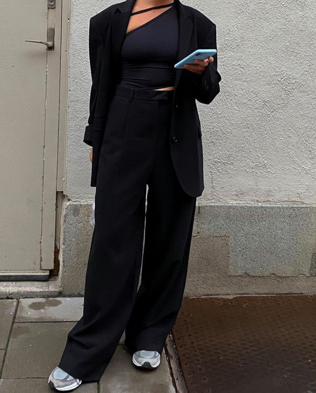 Фото №2 - Как выстроить силуэт, если вы носите объемные вещи? Матильда Джерф показывает на собственном примере