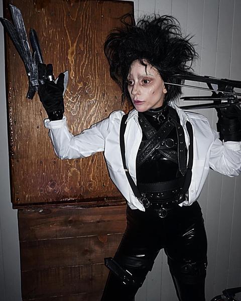 Фото №7 - Ужасно знаменитые: самые безумные костюмы селебов на Хэллоуин 🎃