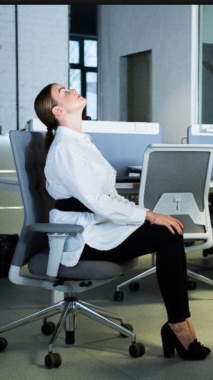 Фото №3 - Для самых занятых: разминка, которую можно делать, не вставая со стула (почти)