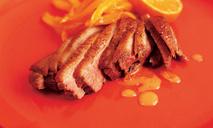 Утка с острым апельсиновым гарниром