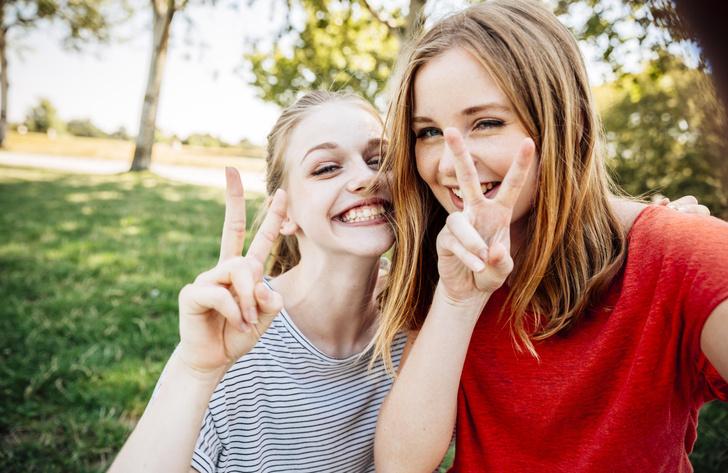 Фото №1 - Смешные парные статусы: что поставить в статус лучшим подругам 😅