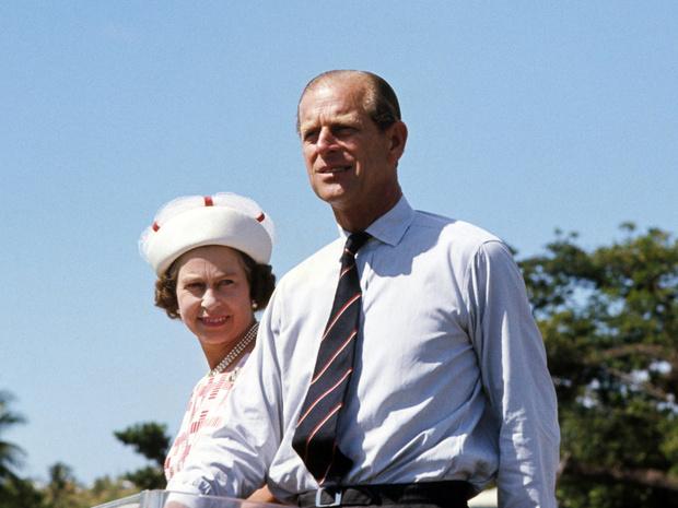 Фото №1 - Опасная идея: решение принца Филиппа, едва не ставшее фатальным для Виндзоров