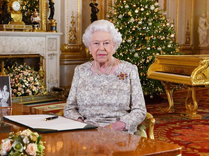 Фото №1 - Особая честь: кого из Виндзоров Королева пригласит на Рождество в этом году (а кого не ждут на празднике)