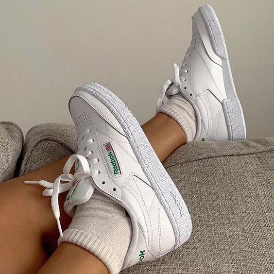 Фото №1 - С чем надеть белые кроссовки?