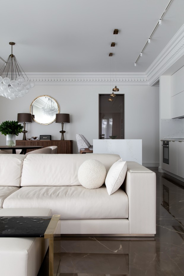 Фото №3 - Белый плюс ваниль: московская квартира 145 м²