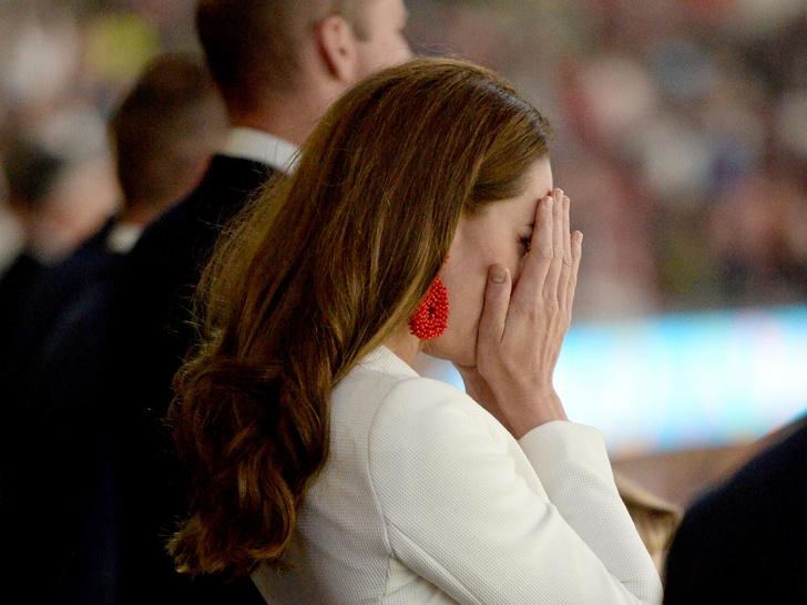 Фото №4 - Меган запретили появляться во дворце, а Уильям довел Кейт до слез: 5 новых (и очень странных) слухов о Виндзорах