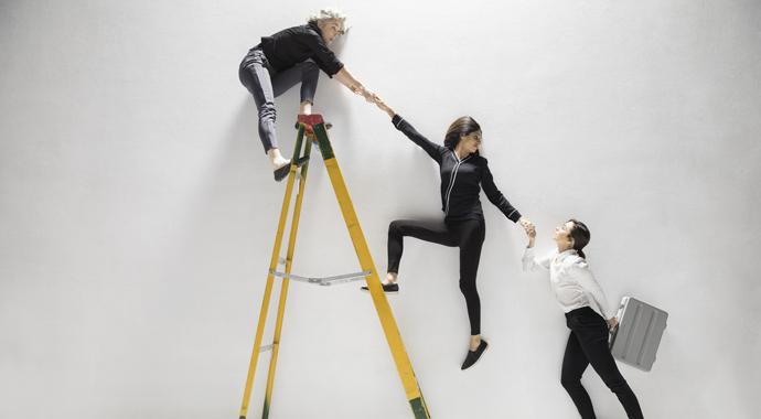 «Сломанная лестница»: проблемы карьерного роста у женщин