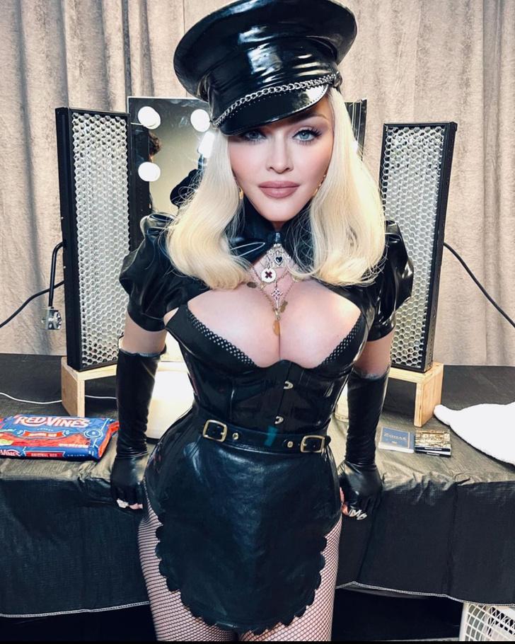 Фото №2 - Мадонна рассказала об идеальном мужчине для секса и о мастурбации на сцене