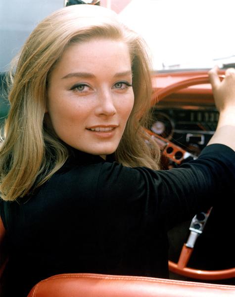 Фото №1 - Девушки Бонда: как менялась внешность подружек супергероя и кто из них стал жертвой «проклятия 007»