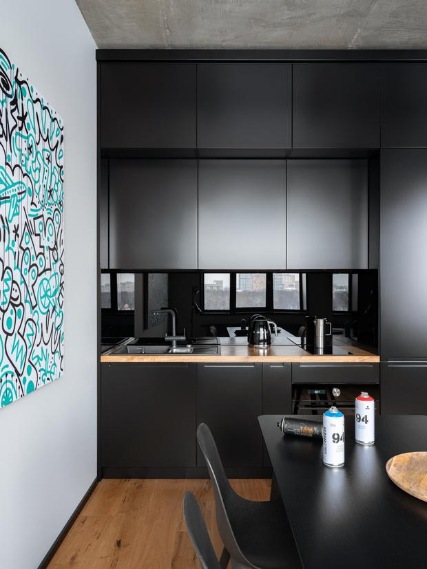 Фото №3 - Маленькая квартира в оттенках черного и серого