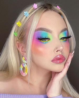 радужный яркий разноцветный макияж глаз