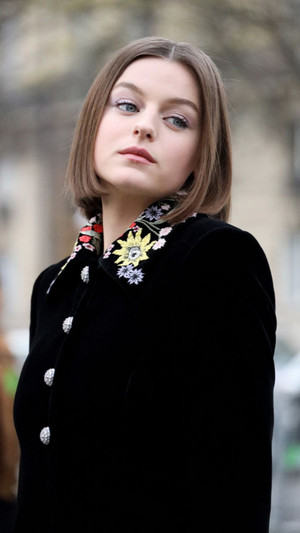 Фото №6 - Хорошие девочки становятся принцессами: история успеха Эммы Коррин