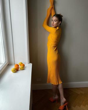 Фото №2 - Трикотажное платье с длинным рукавом— вещь, без которой не обойтись этой весной
