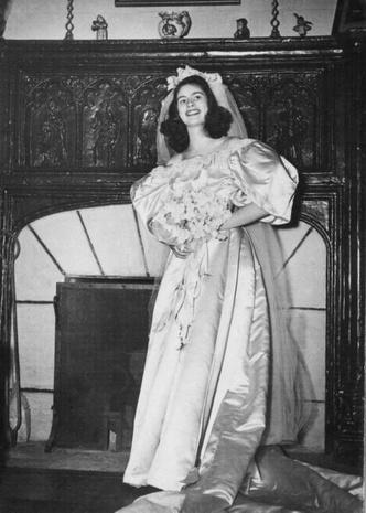Фото №7 - Кружева истории: самые старые свадебные платья в мире