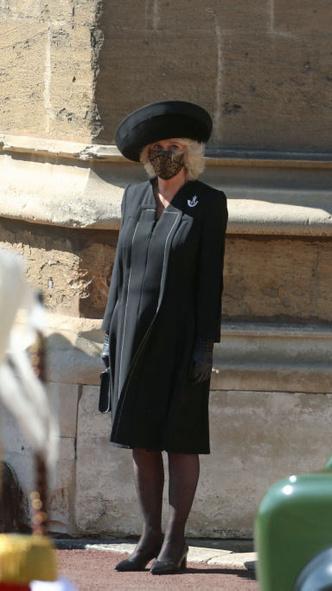 Фото №5 - Дорогие воспоминания: какие важные вещи Королева взяла на похороны принца Филиппа