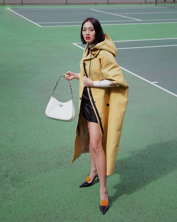 Фото №1 - Если внезапно пойдет дождь, то вам точно понадобится модный дождевик, как у Тиффани Хсу