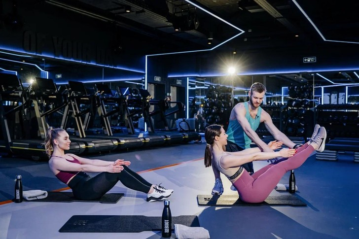 Фото №1 - Прокачай себя! Тренировка c REBOOT LIVE # 7. Программа Arms&Shoulders.