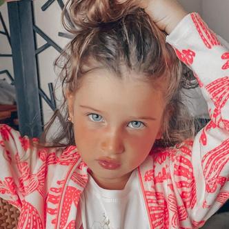 Фото №3 - Одно лицо! Дочь Ксении Бородиной оказалась копией Беллы Хадид в детстве