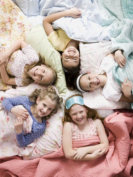 Фото №1 - Как устроить нескучную пижамную вечеринку дома: 10 секретов