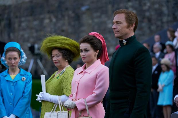 Фото №31 - От свадебных платьев до роскошных мехов: какие образы Виндзоров повторили в сериале «Корона»