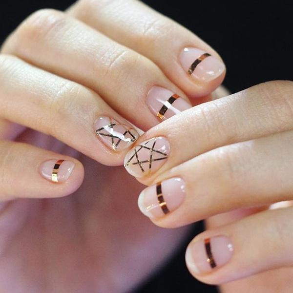 Фото №28 - Розовое золото: 39 стильных и модных идей нарядного маникюра
