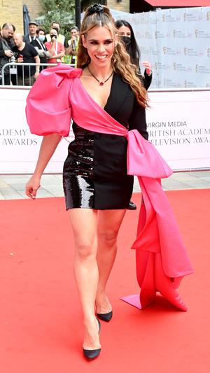 Фото №18 - Теле-BAFTA 2021: самые стильные знаменитости на красной дорожке