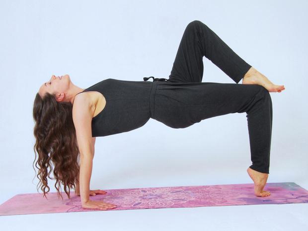 Фото №9 - 4 способа наладить гормональный баланс с помощью йоги