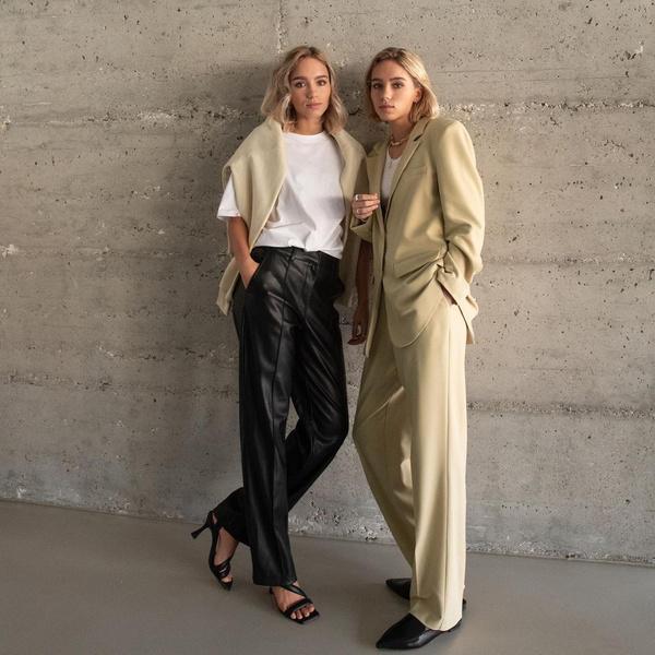 Фото №3 - Как создать модный парный лук с сестрой или подружкой: показывают Лиза и Лена Мантлер