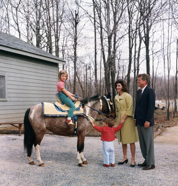 Фото №4 - Брала пример с жены Никиты Хрущева и увезла детей из США: тайны Жаклин Кеннеди
