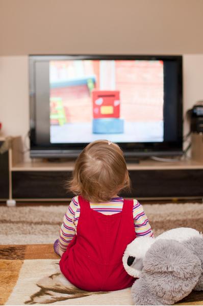 Фото №1 - Шум от телевизора тормозит развитие речи у детей