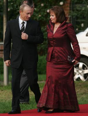 Фото №15 - От Хрущевой до Путиной: как выглядели и одевались первые леди нашей страны