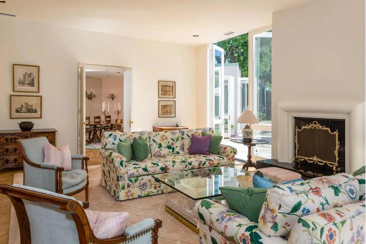 Фото №5 - Актриса Лили Коллинз продала свой дом в Беверли-Хиллз