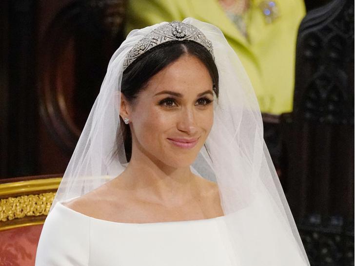 Фото №3 - Особое доверие: кому из королевских невест Елизавета II одолжила самую дорогую тиару