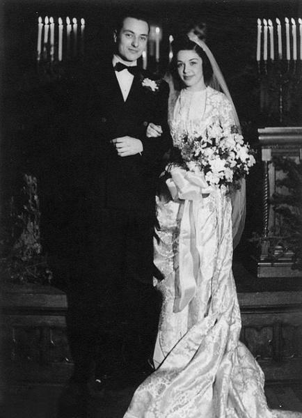 Фото №2 - Кружева истории: самые старые свадебные платья в мире