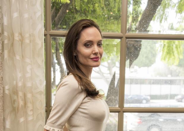 Фото №1 - Врачи, психолог и сексолог о том, какой женщиной стала Анджелина Джоли после удаления груди и яичников