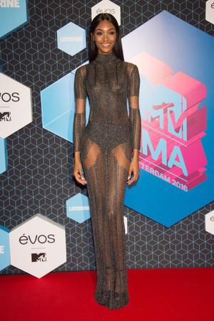 Фото №15 - Премия MTV EMA: лучшие звездные образы за всю историю