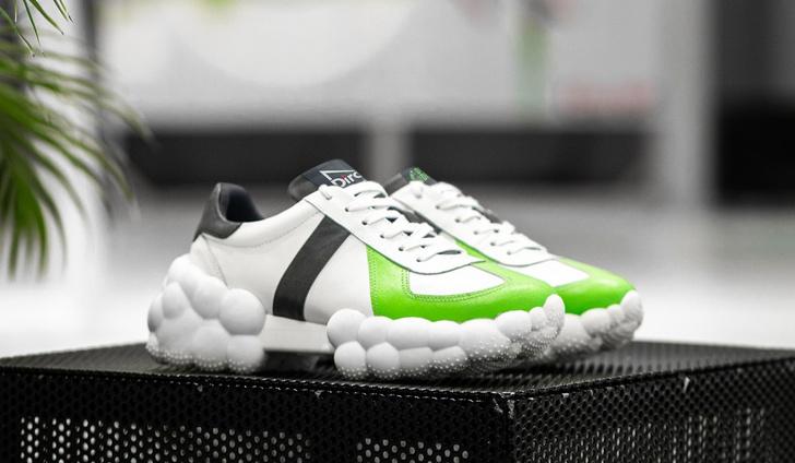 Фото №3 - Дизайнерские кроссовки с содержанием переработанной жвачки: как ответственно потреблять вместе с DIROL