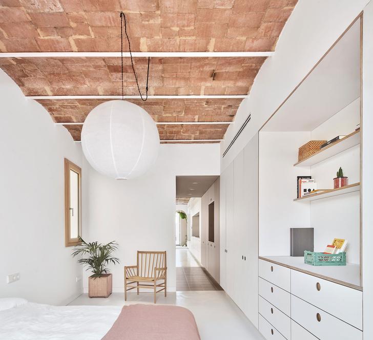 Фото №8 - Белая квартира со сводчатым потолком в Барселоне
