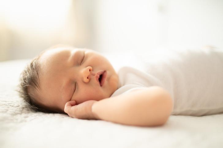 Фото №1 - Звуки, которые младенец издает в сне: как отличить нормальные от тревожных