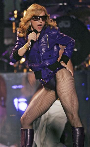 Фото №11 - Как тело Мадонны наказало ее за десятилетия суровых нагрузок и диет
